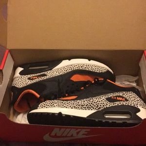 Nike air Max 90s size 5y